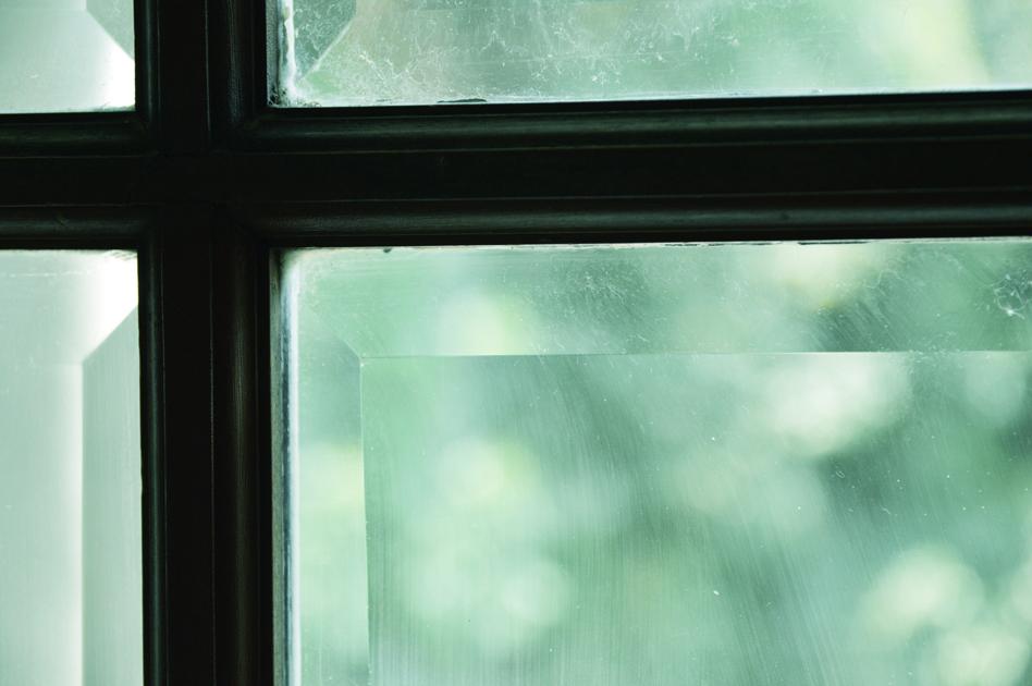 洋館の窓辺 キラキラとした光が漏れていた