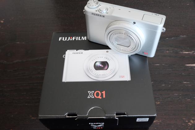 FUJIFILM XQ1 購入 シルバー