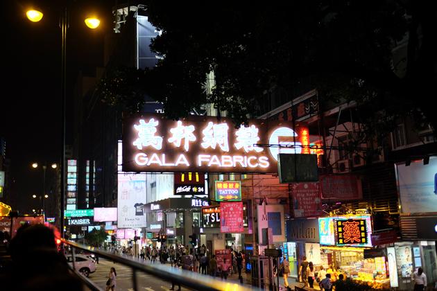 オープントップバス_&_ビクトリアピーク夜景鑑賞ツアー_前編_ネーザンロードの看板