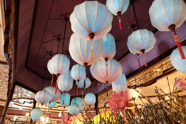 香港ディズニーランド_プラザインPlaza_Innでランチ_水色ちょうちん