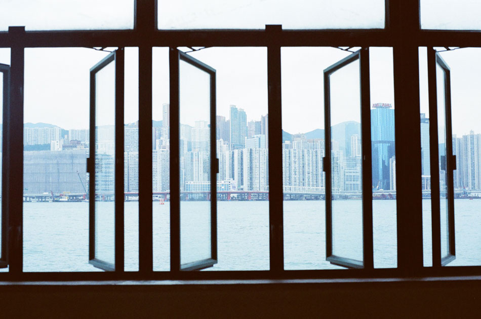 Olympus_OM-1_×_Kodak_SUPERGOLD400_in香港_紅磡→北角フェリー_窓枠