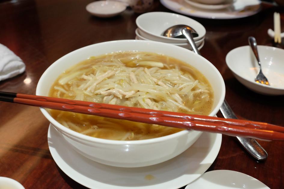 横浜中華街_萬珍樓_子連れランチ_サンラー麺