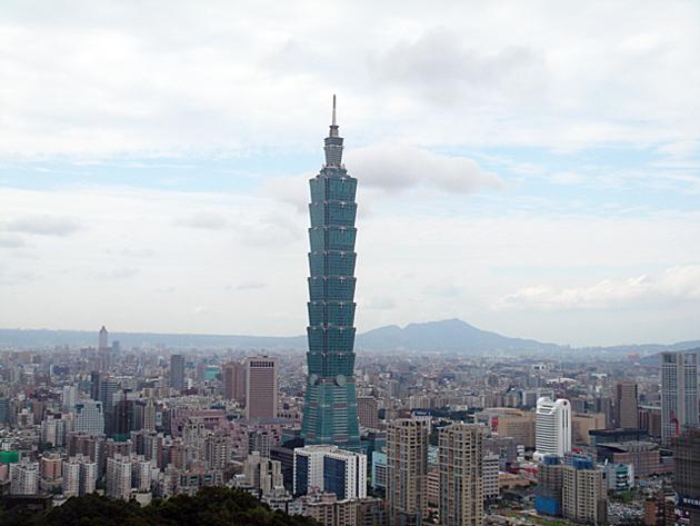 象山から台北101を臨む